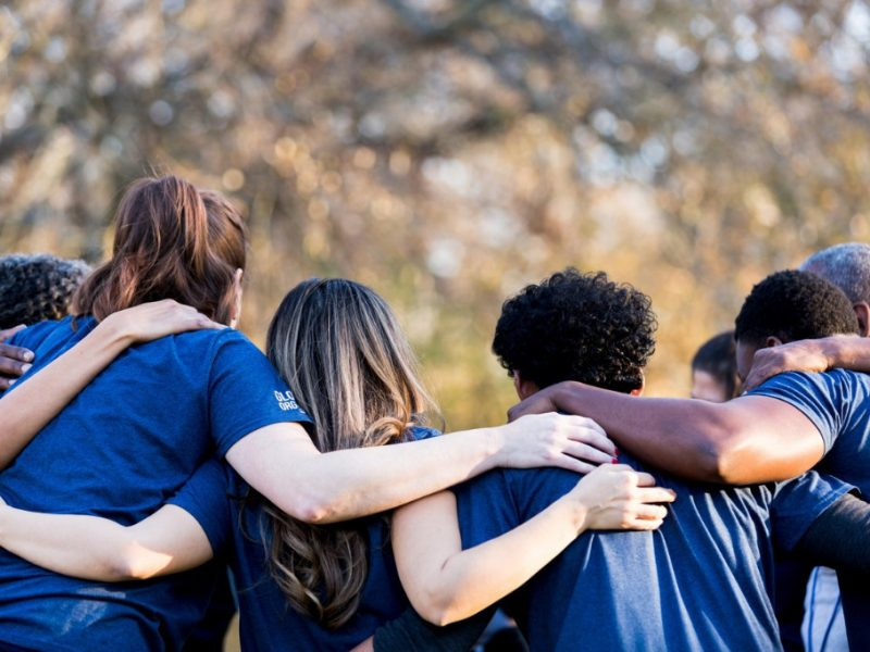 friends-linking-arms-in-unity-picture-id1199706305